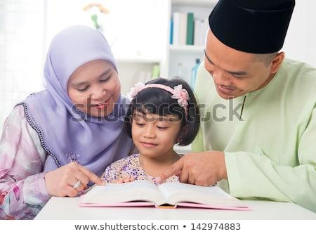 インドネシアの ムスリム 家族 読む 一緒に 祈っ ストックフォト © tujuh17belas