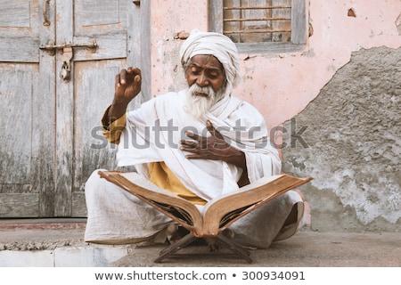 старые индийской чтение сидят Сток-фото © ziprashantzi