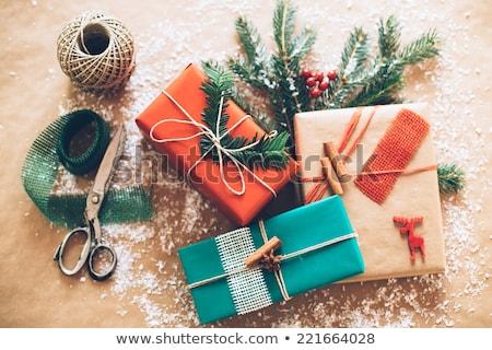 Decorativ hartie de ambalaj Crăciun cadou pink ribbon mare Imagine de stoc © ozgur