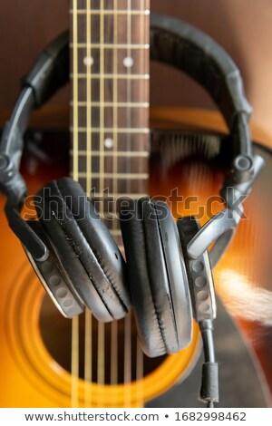 Bağbozumu gitar eski stüdyo kulaklık ahşap Stok fotoğraf © andreasberheide