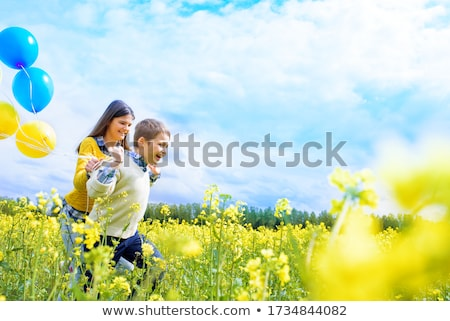 Kız balon kadın oynama sevimli Stok fotoğraf © IS2