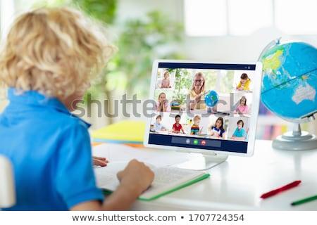 コンピュータ · 子供 · 少人数のグループ · 子供 · 技術 - ストックフォト © colematt