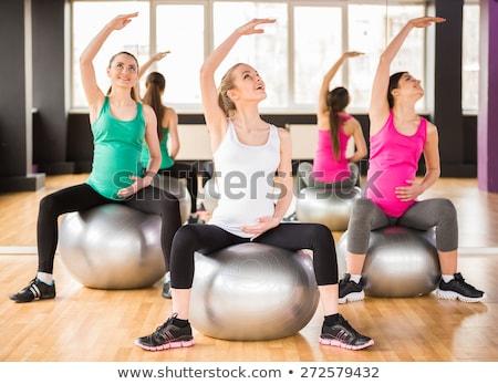 embarazadas · yoga · posición · prenatal - foto stock © dolgachov