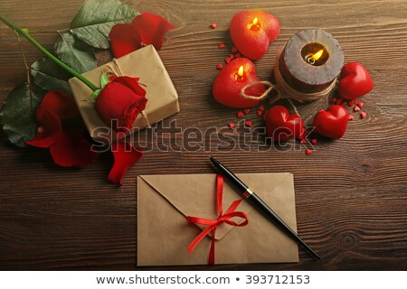красную розу шкатулке свечу цветок лепестков деревянный стол Сток-фото © ankarb