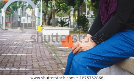vrouw · papier · hart · permanente · handen · jeans - stockfoto © nyul