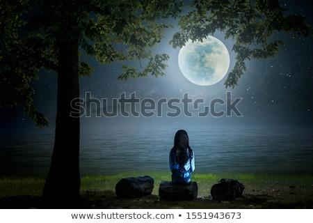 Triest meisje buiten tuin gezicht kind Stockfoto © Klinker