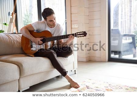 Zdjęcia stock: Człowiek · gry · gitara · kobieta · uśmiechnięty · szczęścia
