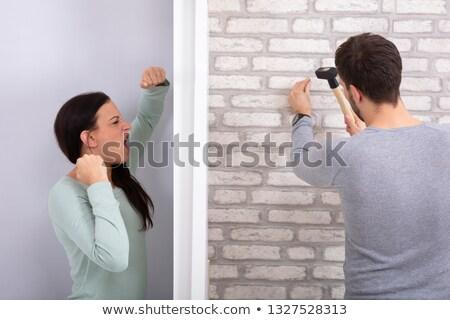 Buurman nagel muur hamer boos vrouw Stockfoto © AndreyPopov