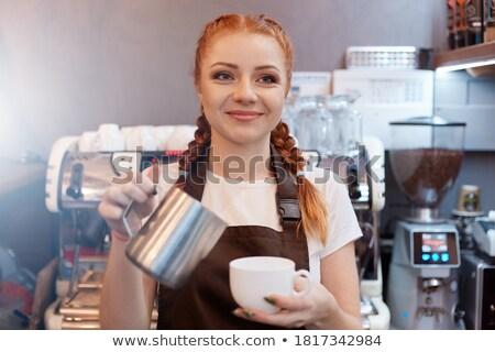Giovani barista grembiule tshirt clienti Foto d'archivio © pressmaster