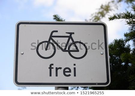 Verkeersborden fietsers snelheidslimiet teken waarschuwing voorzichtig Stockfoto © duoduo