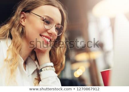 portret · mooie · jonge · zakenvrouw · notebook · zakenvrouw - stockfoto © gromovataya