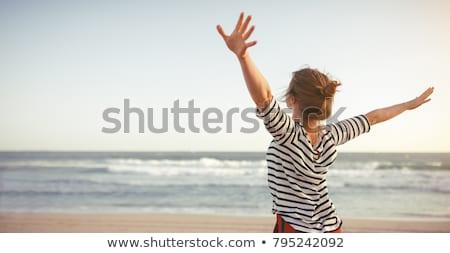 fiatal · nő · tenger · mosolyog · gyönyörű · tengerpart · égbolt - stock fotó © acidgrey