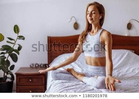 красивой женщины расслабляющая mp3 сидят кровать Сток-фото © wavebreak_media