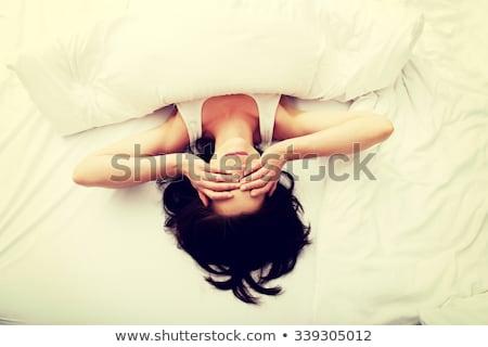 higgadt · barna · hajú · nő · felfelé · reggel · hálószoba - stock fotó © wavebreak_media