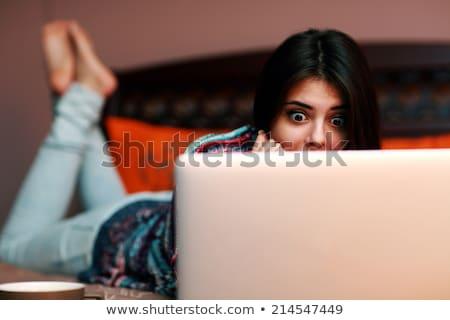 nő · ágy · néz · ijedt · meglepődött · megrémült - stock fotó © deandrobot