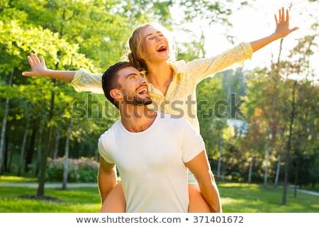 uitgebreide · familie · permanente · park · holding · handen · glimlachend · vrouw - stockfoto © anna_om