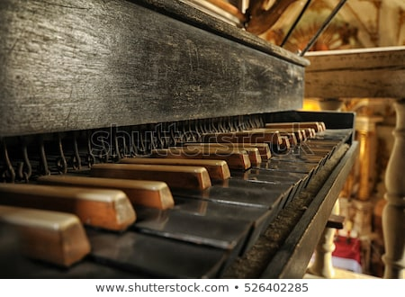 Velho tubo órgão teclado igreja metal Foto stock © IvicaNS