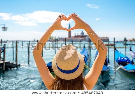 Mulher forma de coração Veneza mãos Foto stock © AndreyPopov