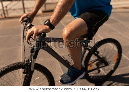 Középső rész idős férfi lovaglás bicikli promenád Stock fotó © wavebreak_media