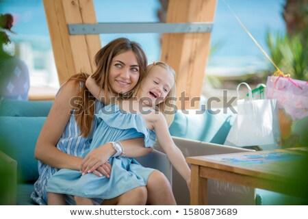 Moeder dochter terras zomer cafe vakantie Stockfoto © ElenaBatkova