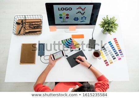 Web tasarımcı pikap iğnesi grafik tablet Stok fotoğraf © pressmaster
