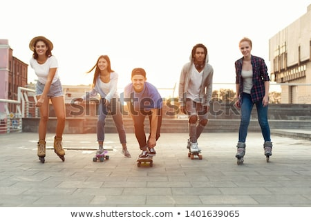 Adolescent skateboard étudiant fond amis filles Photo stock © photography33