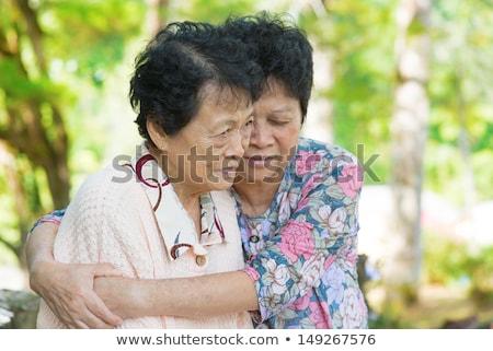 mère · réconfortant · pleurer · fille · extérieur · parc - photo stock © szefei
