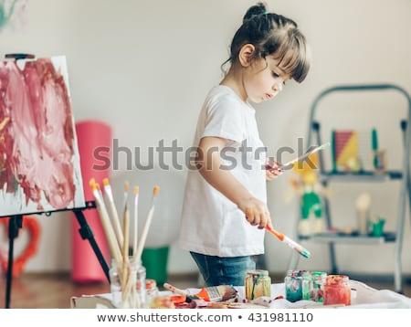 Cute meisje schilderij klein bureau grijs Stockfoto © gewoldi