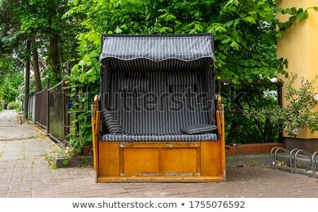 Invención cómodo silla de madera conveniente familia casa Foto stock © konradbak
