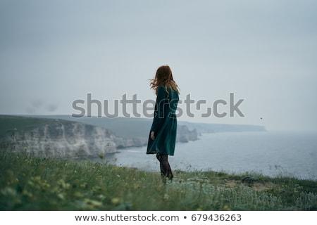 Stockfoto: Jonge · vrouw · klif · vrouw · vergadering · zee · hemel