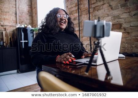 csinos · fiatal · nő · súlyzó · mosolyog · kamera · nő - stock fotó © piedmontphoto