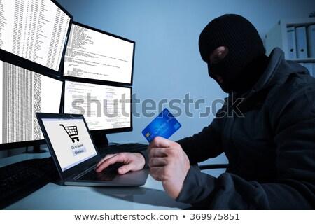 Foto d'archivio: Carta · di · credito · utilizzando · il · computer · portatile · tavola · soldi