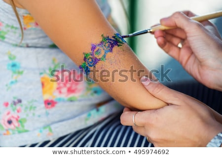 been · tattoo · kunstenaar · vrouwelijke · eigendom - stockfoto © gabor_galovtsik