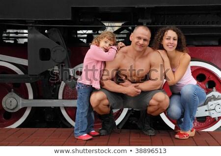 Foto stock: Atletas · família · locomotiva · metal · ginásio · trem