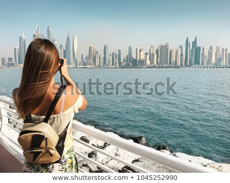 Toeristische vrouw stad vakantie Dubai straat Stockfoto © Kzenon