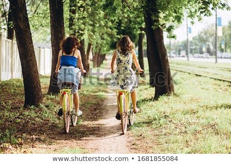 Csinos fiatal fitt nő lovaglás bicikli Stock fotó © Kayco
