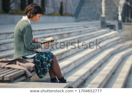 сидят · шаги · довольно · молодые · улыбающаяся · женщина - Сток-фото © is2