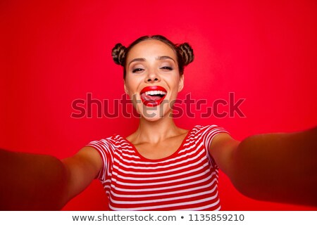 Retrato feliz morena nina dos sonriendo Foto stock © deandrobot