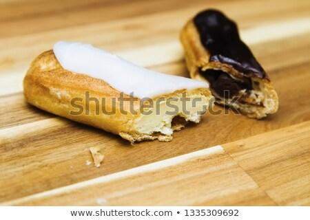 Crujiente cremoso torta blanco chocolate oscuro aislado Foto stock © boggy