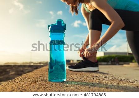 ストックフォト: 水筒 · 靴 · アスレチック · トラック · 午後 · 少女