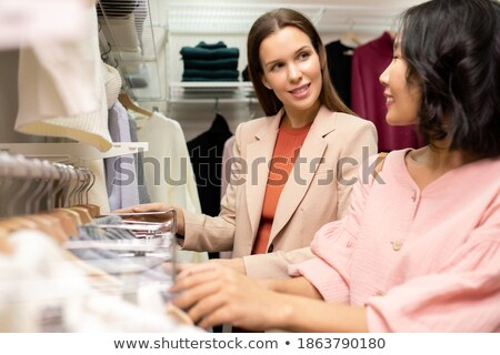 Contemporain jeune femme boutique beige tricoté Photo stock © pressmaster
