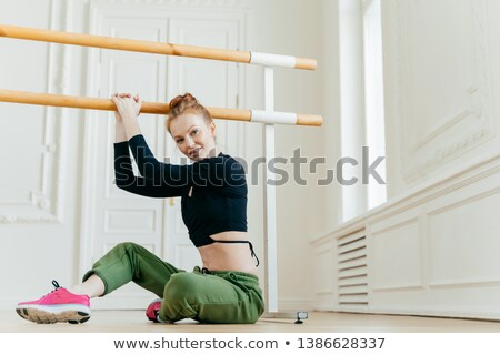Lövés gyönyörű gyömbér nő pilates korlát Stock fotó © vkstudio