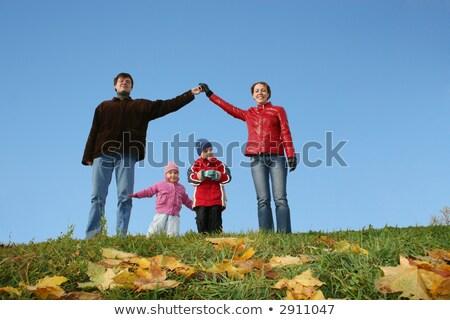 Kinderen familie huis najaar heldere hemel hand Stockfoto © Paha_L