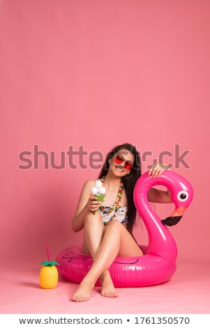 Feliz mulher jovem rosa biquíni maiô praia Foto stock © dolgachov