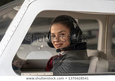 Vrouw piloot hoofdtelefoon vergadering klein vliegtuig Stockfoto © deandrobot