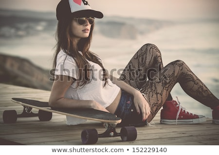 美しい ファッション 若い女性 ポーズ スケート 屋外 ストックフォト © Yatsenko
