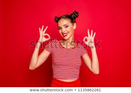 Foto stock: Feliz · encantador · mulher · jovem · lábios · vermelhos · em · pé · sorridente