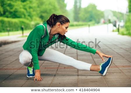 Jonge vrouw omhoog jogging vrouw sport fitness Stockfoto © IS2