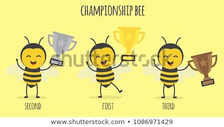 Biene Cartoon-Maskottchen Zeichen halten golden Trophäe Stock foto © hittoon