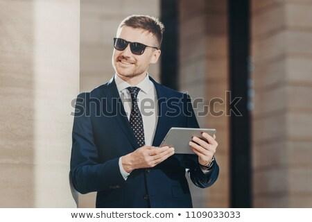 Positivo sorridente masculino gerente restolho óculos de sol Foto stock © vkstudio